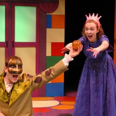Laura Lussier and Bobby Robidoux's Il était une deuxième fois, Le Théâtre du Grand Cercle du Cercle Molière, 2009 Photo: Hubert Pantel